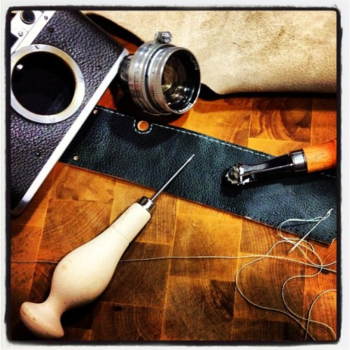 Crafting the new leather for the Leica III (Tomada con Instagram)