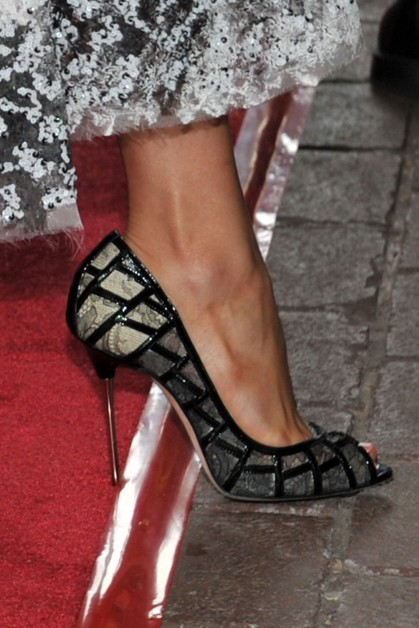 I have not forsaken you, my little shoe tumblr. Enjoy. (via @fuggirls)