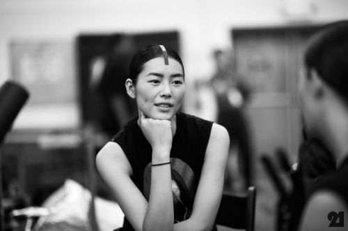 BACKSTAGE AT ALEXANDER WANG x LIU WEN