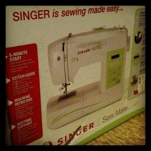 It's heeeereeee! :') #sewing #fashiondesign #singer #fashion #construction (Taken with Instagram)