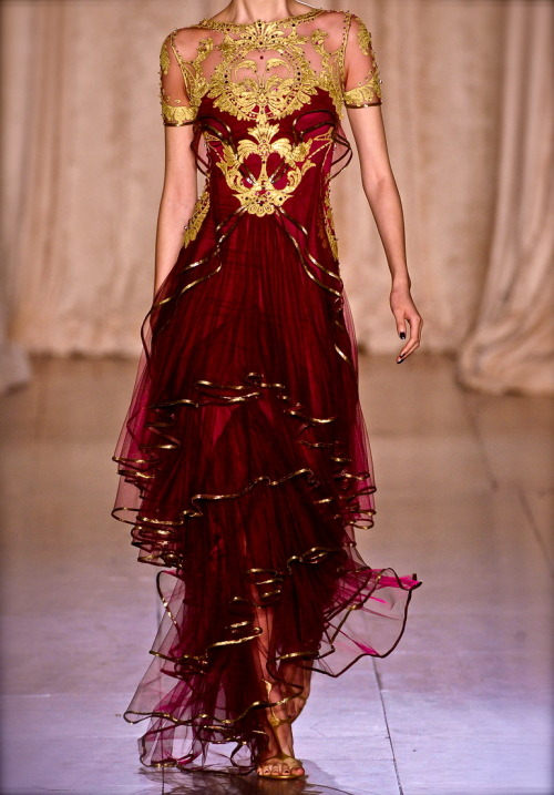 cornchan:  chiffonandribbons:  Marchesa S/S 2013  mother of god    Can……can I wear this please? Just once…