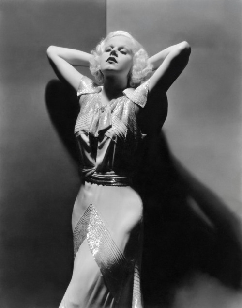 Jean Harlow in a stunning dress, 1930s.