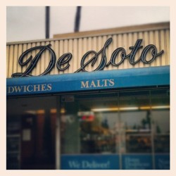 De Soto Pharmacy #type #typography #script #vintage #neon #sign #neonsign #retro #signporn  (Taken with Instagram)