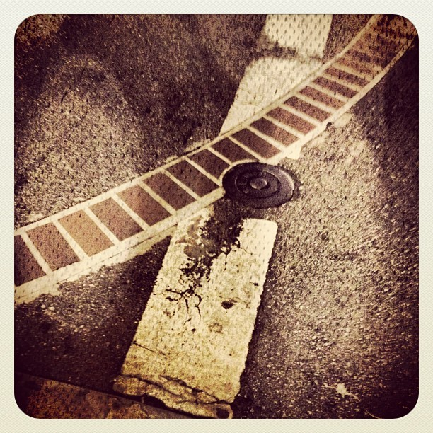 #street #brick #sf#sanfrancisco #faernworksphotography #faernwalks  (Taken with Instagram at Rainbo Bakery Store)