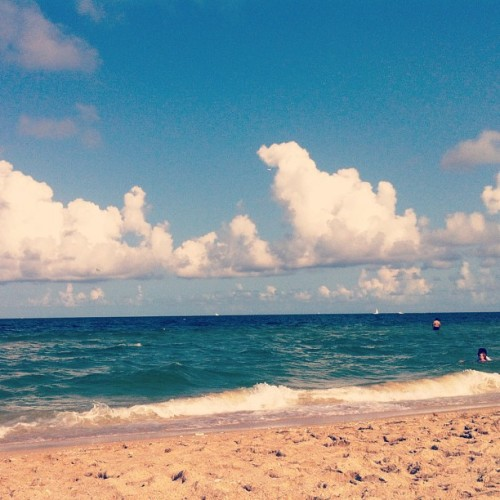 You're such a beach! ;) #Beach #Ocean #Waves #Bitch #Clouds #Miami #BlueSky  (Taken with Instagram at Las Olas)