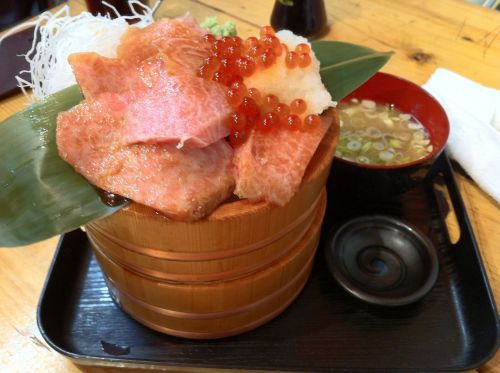 omame:  Tuna Sashimi on rice (via Tarl-14)