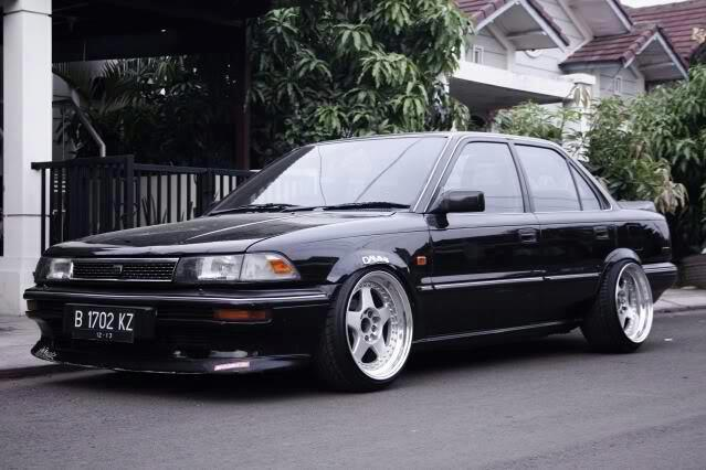 noodlez7:  maaaaad fwd corolla so much stance.