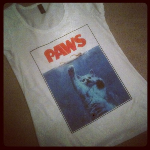 So this happened today. 🐱🌊lol #paws #jaws #lol #cat #tshirt #bestthingyouveeverseenandyouknowit #fashion #movie  (Taken with Instagram)