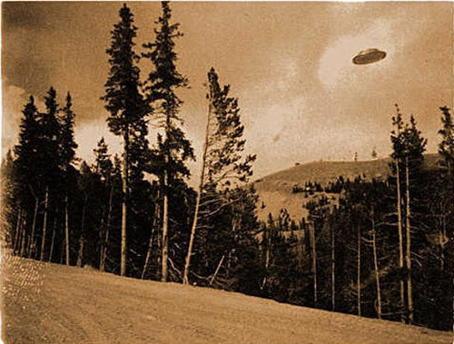alien-mommy:  Cave Junction, Oregon in 1927