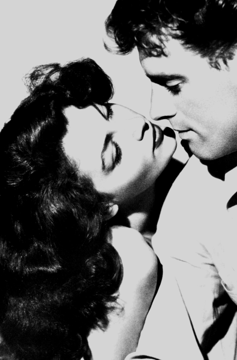 anantoinetteaffair:   Ava Gardner and Burt Lancaster in a still for 'The Killers' (1946)  stop being this perfect! x.x