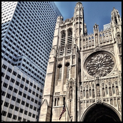 #5thAve #uptown #nyc #newyorkcity #architecture #church #cathedral (Taken with Instagram at St. Thomas Cathedral)