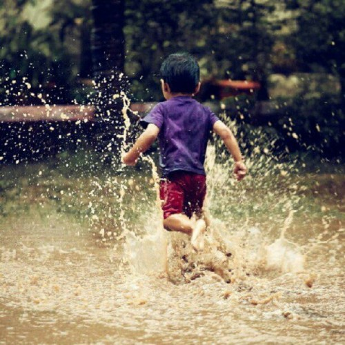 Be the one, who makes you smile :) #kid #rains #splash #water #childhood #fun #smile #instakids #play #run #igaddict #photooftheday #picoftheday #instapeople #instamood #instagood #tweegram #igdaily #photoregion #igrecommends #instaescape #statigram #bombay #India #rainyday #raining #memories Photo Courtesy: Madhvi Gandhi :) (Taken with Instagram)