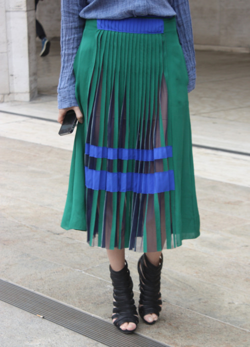 fuckyeahstreetstyle:  wgsn As spotted on the runway at Proenza Schouler last night, blue and green can be seen together. Loving the pleat detail too #NYFW #streetstyle WGSN street shot, New York.