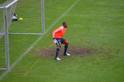 thefootielover:  Jerome Boateng plays goalkeeper. Jerome der Torwart.