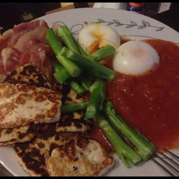 Dinner. ~ #halloumi #tomato #bacon #broccoli #poached #eggs mmm! #delicious #healthy #food (Taken with Instagram)