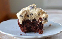 graceinfood:  brownie cupcakes with cookie dough frosting