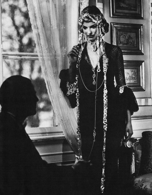 revesdesyeux:  Linda Evangelista by Karl Lagerfeld for W USA November 1994