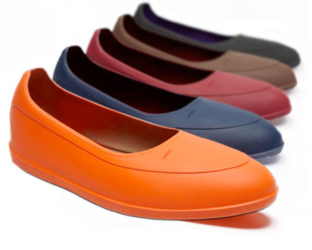 It's On Sale: SWIMS Galoshes Shrine Haberdashers has SWIMS overshoes on sale for $35, plus something around $5 for FedEx shipping (see below). That's the cheapest I've ever seen these offered. The sale isn't available on their website, so you'll have to call their store (312.675.2105) or email them (info@shrinestyle.com) to order.  For those unfamiliar, you can slip these over your shoes to protect them from rain, snow, and mud. Once you arrive to your destination, you can slip them off so that you're not having to wear rainboots in potentially inappropriate places. Choose brown for brown shoes, black for black shoes, and blue if you wear blue raincoats. Shrine also has an orange version not listed on their website. Orange goes with nothing, but if you're the type to like such things, they can provide a touch of humor.  (Update: Shrine just told us they sold out. To all those who were able to grab a pair, enjoy your new SWIMS).