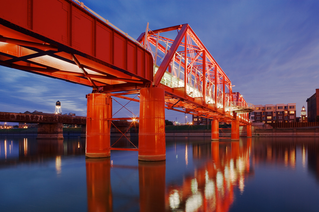 Des Moines Union Railway Bridge by Safdie Rabines Architects