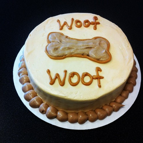 "We now make dog birthday cakes! #dogbirthdaycake 6"" single layer peanut butter-banana cake topped with peanut butter-carob frosting. Can be personalized with your pooch's name. #dogcake #birthdaycake #vegan #vegancake #sweetavenue #sweetavenuebakeshop #dog (Taken with Instagram at Sweet Avenue Bake Shop)"