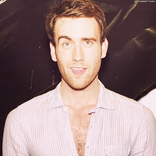 ↳ 100 pictures of Matthew Lewis (31/100)