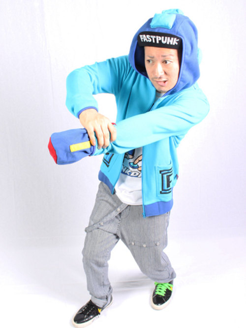 MEGA MAN HOODIE WITH BLASTER ARM! I WANT THIS SO BAD! ^_^ +10 XP Who wants one?