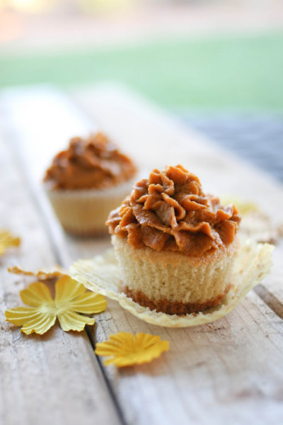 bakeddd:  pumpkin pie cupcakes click here for recipe