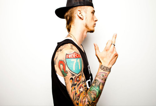 http://www.theboombox.com/photos/in-house-with-machine-gun-kelly
