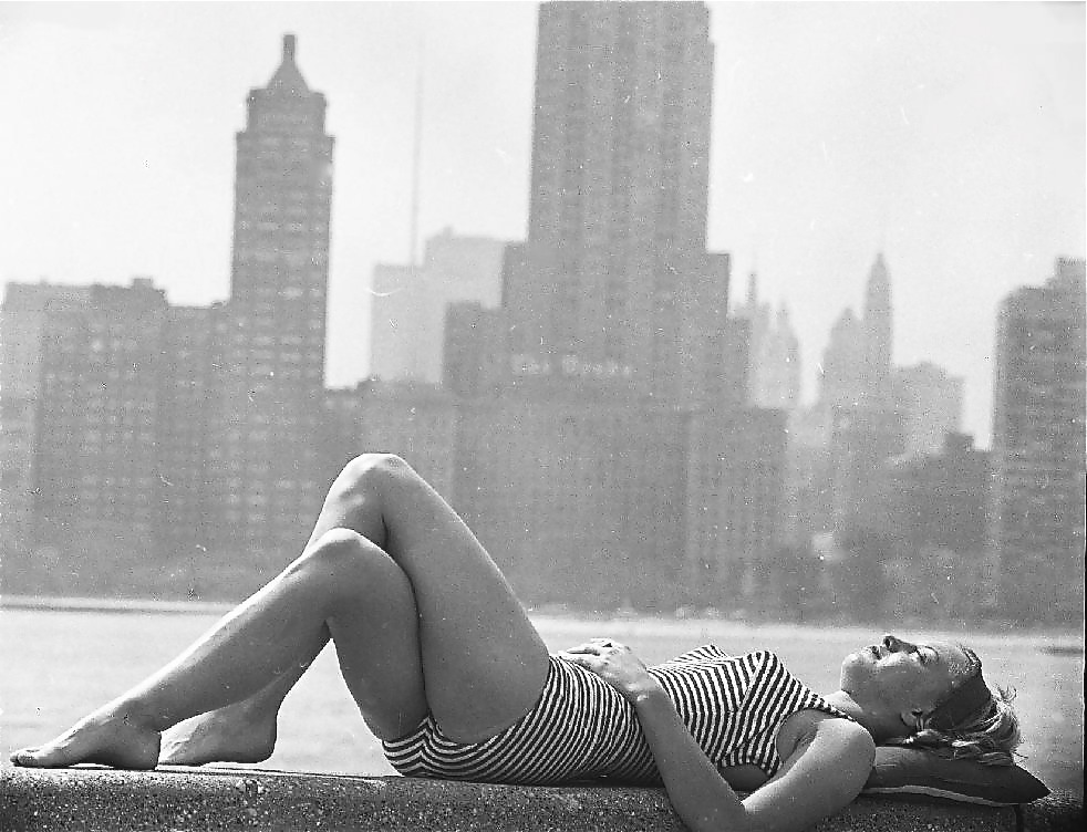 hollyhocksandtulips:  Sunbather, Chicago, 1963