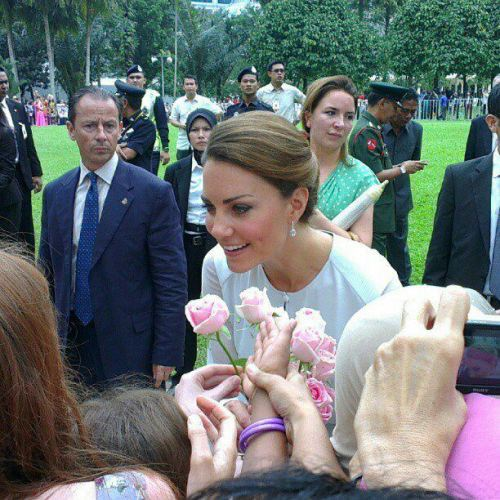 How sweet! The Duchess of Cambridge accepting flowers from fans earlier today at KLCC Park! #WilliamandKate #JubileeTour #Malaysia Source: BellaNTV7