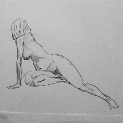 3 min. pose from yesterday's life drawing session… #lifedrawing #croquis #sketchbook #sketch #drawing #draw #doodle #doodles #enstregiluften  (Taken with Instagram)