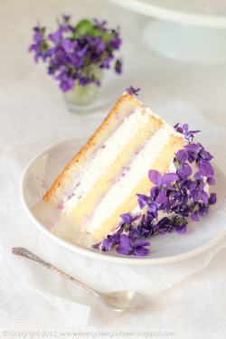 springalicious:  spring has sprung!❀☂  my wedding cake