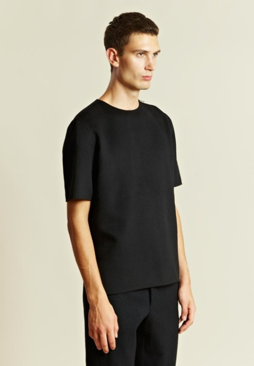Sleeves—sometimes you see them, sometimes you don't. More minimalist menswear courtesy of Yang Li. (Image via LN-CC)
