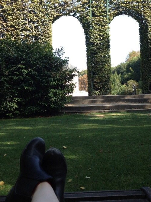 chilling in a lawn chair outside the Musee Rodin