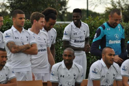 Love how Kyle Walker is taking it seriously, whilst Clint looks on dissaprovingly. Gomes chuckles to himself not realising that he's 4th choice keeper now.