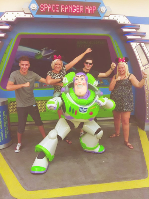 leeyumspoonpain:  Liam,Ruth and Nicola in a family holiday :)