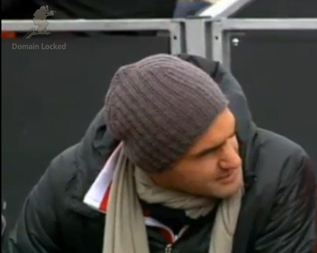 Roger watching Stan's match.  What a lovely guy ♥