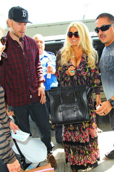 Jessica Simpson + her twins, at JFK airport earlier this week…