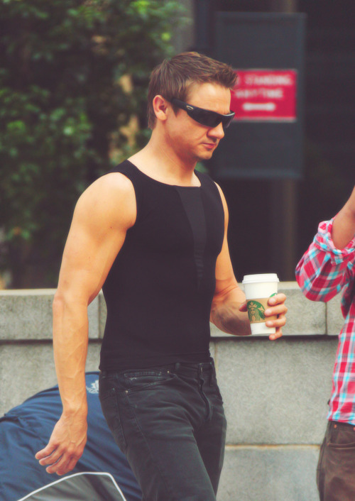 158/100+ pictures of Jeremy Renner