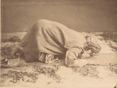 tellmebirdie:  Cairo, Egypt 1880: Albumen Photograph of a Muslim man in prayer