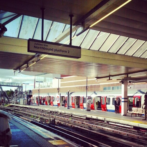 #London #travel #metropolitan #tfl #finchleyroad #urban #instalondon #instaphoto #light  (Taken with Instagram)