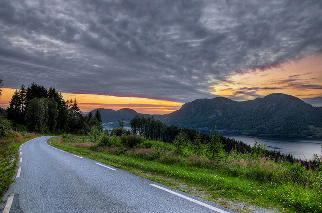 fynorway:  Norwegian Backroad (by ari-)