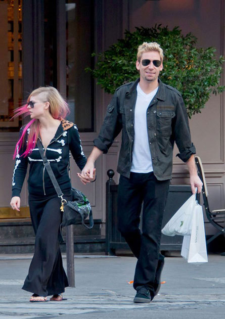 Here's Canada's reigning royal couple, Avril Lavigne and Chad Kroeger, spreading their beautiful love in Paris while looking like Cool Dad picking up his angsty 8th grade daughter from junior high school to take her to buy the Wheatus CD at f.y.e. because the year is 2001.    omfghfakhjfl