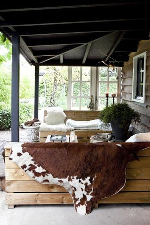 (via fall inspired outdoor areas | the style files)