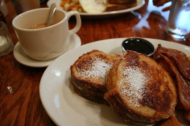 hungry!!!!fyeahnomnoms:  brioche french toast w/ bacon by pink_fish13 on Flickr.