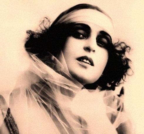 amandapalmer:  make-up inspiration of the day: POLA NEGRI…via anthony as found on @KateORmakeup's blog.