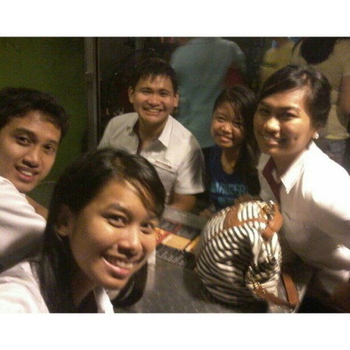 09.1314.2012 #Thursday with #marion @paulvernonlim @abbyDcruzsion @mushroomkaboom at #tomatokick #maginhawa ;) #2012 #vernon #abby #ija #mandy #thursdayclub #friends #restoringrelationships #memories #photoblog #favourite #love<3 #5AR-2 #Arkitektwo #impromptu #starbucks #college #buhayarki #night #bonding #bestfriends #;) (Taken with Instagram at Tomato Kick)