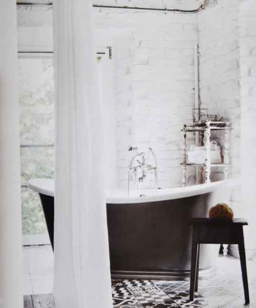 myidealhome:  charming bathroom (via studio karin)