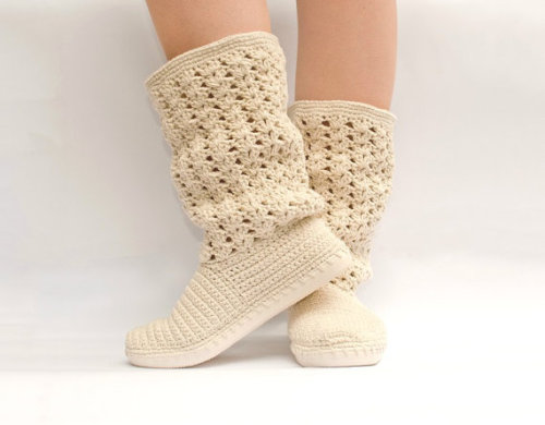 aliljazz:  Crochet Boots by JoyForToes Cute Boots! posted by http://aliljazz.tumblr.com