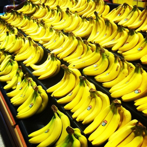 #bananas #yellow #instagramhub #photooftheday #colorful #supermarketposts (Taken with Instagram)